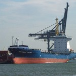 Containerschip 'INDEPENDENT CONCEPT' in de haven