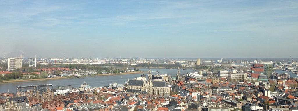 Bocht van de schelde, met op de voorgrond de Sint-Pauluskerk, rechts het MAS. In de verte op linkeroever valt nog een glimp op te vangen van Oosterweel. Links vooraan zie je ook het Vleeshuis.