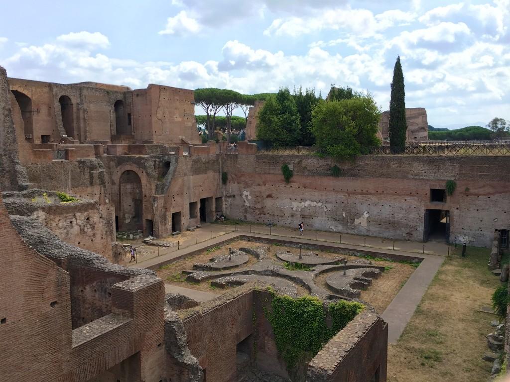 Binnenhof van de Domus Augustana